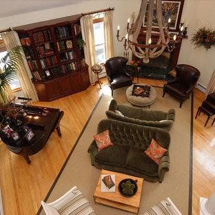 Elegant home design photo in New York