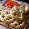 Aux fourneaux : Des bretzels au fromage, ail et persil