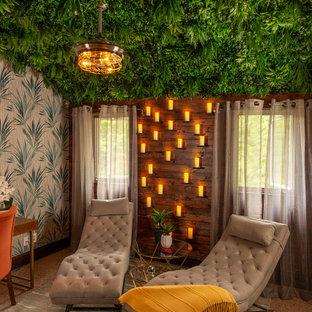 Imagen de despacho papel pintado, exótico, pequeño, papel pintado, con paredes multicolor, moqueta, escritorio independiente y papel pintado