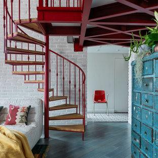 Стильный дизайн: лестница среднего размера в стиле лофт - последний тренд