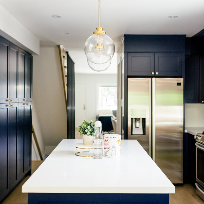 Stylish Navy and Gold Kitchen