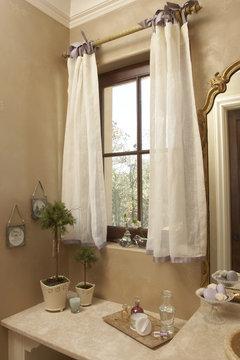 window treatment for bathroom windows