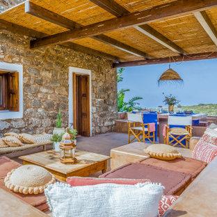 Foto di un patio o portico mediterraneo con un gazebo o capanno