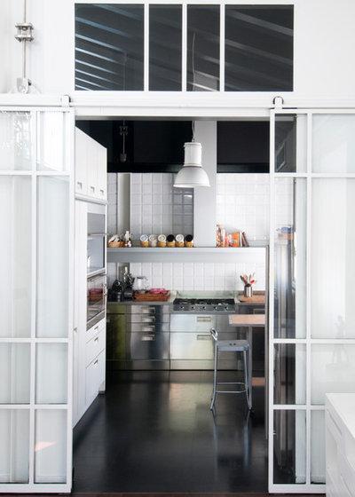 5 idee per separare la cucina dal living con una sola vetrata for Complementi arredo cucina