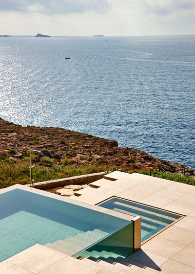 Modern Pool by Stelle Lomont Rouhani Architects