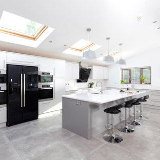 Modern Flat Door Kitchen With Handles and Contrast Island
