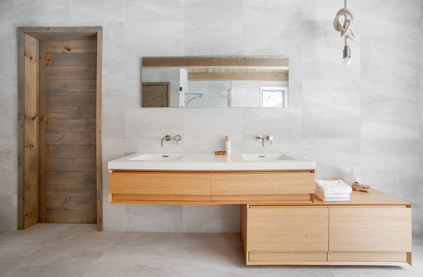 Modern Bathroom by catlin stothers design