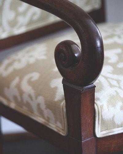 Современная классика Гостиная by The Curtain Call Custom Interiors