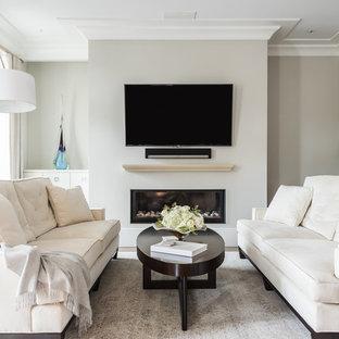 ローリーの中サイズのコンテンポラリースタイルのおしゃれなLDK (グレーの壁、濃色無垢フローリング、横長型暖炉、壁掛け型テレビ) の写真