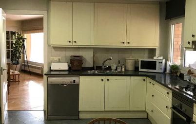 ¡Vaya cambio!: Una cocina blanca moderna y con una isla central