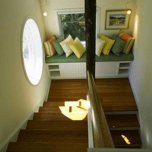 サンフランシスコのシャビーシック調のおしゃれな階段の写真