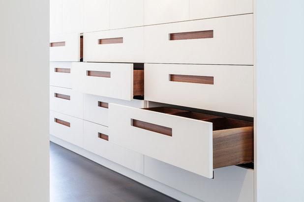 Modern  by ONE!CONTACT-Planungsbüro GmbH