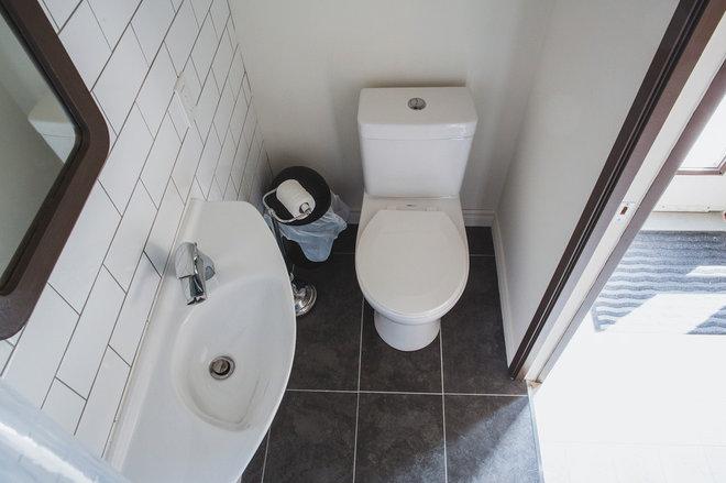 Модернизм Ванная комната by Citizen Design Build Inc.