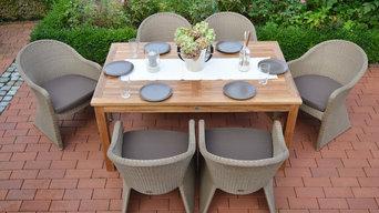 Gartenterrasse mit Teakholztisch und Diningsesseln
