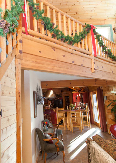 My Houzz: Rustic Charm in a Handsome Log Cabin