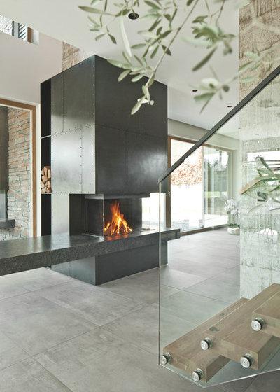 Modern  by Schinharl Ofen- und Kaminhaus GmbH