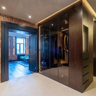 Идея дизайна: большой вестибюль в стиле лофт с бетонным полом, двустворчатой входной дверью, черной входной дверью, серым полом и кирпичными стенами