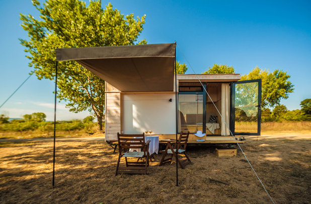 tiny houses bulgarisches ferienhaus auf r dern. Black Bedroom Furniture Sets. Home Design Ideas