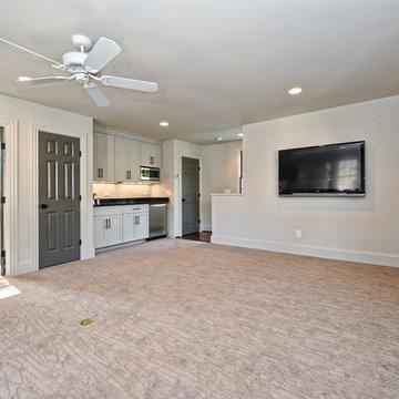 Detached Garage & Apartment