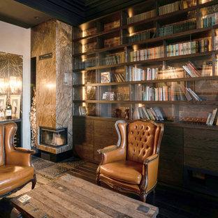 Diseño de despacho ladrillo, urbano, de tamaño medio, ladrillo, con suelo de madera oscura, chimenea de esquina, marco de chimenea de piedra, escritorio empotrado y ladrillo