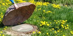 Kanaldeckel Im Garten Verschönern tricks um revisionsschächte zu verstecken?