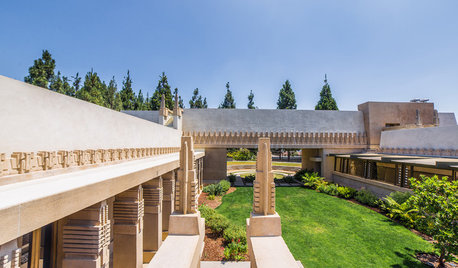 Fly With a Drone Over Frank Lloyd Wright's Hollyhock House