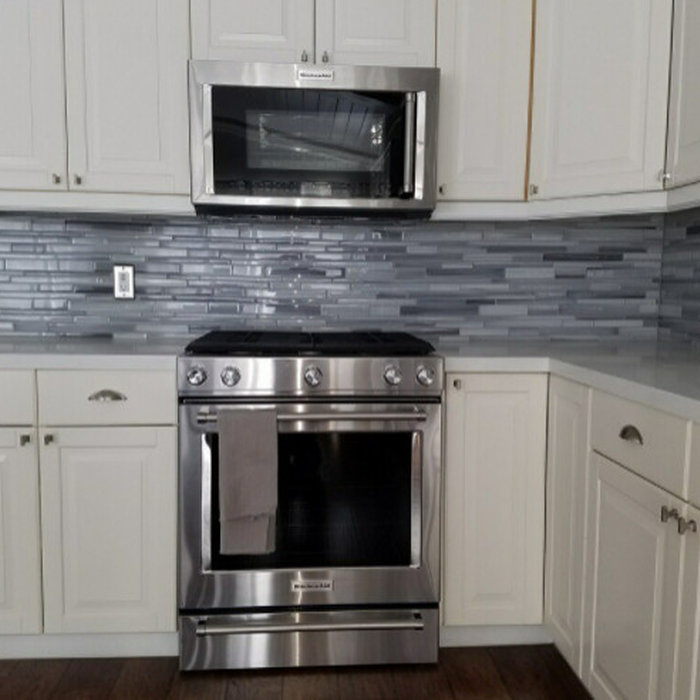 Laguna Beach Quartz Counter & Glass Backplash