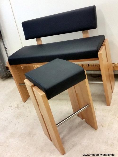 bar bank mit tisch und hockern. Black Bedroom Furniture Sets. Home Design Ideas