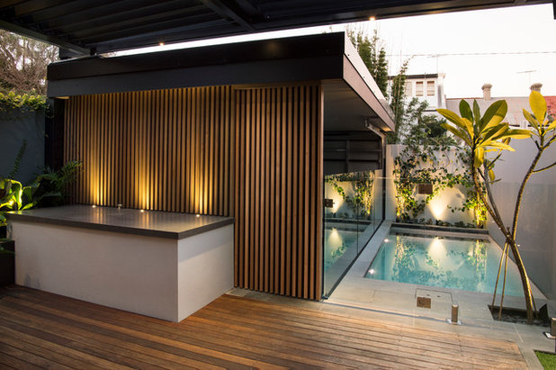 Contemporary  by GOODMANORS Pool + Garden