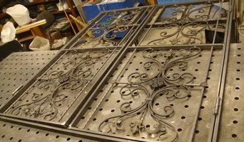 Ворота и двери с элементами ковки