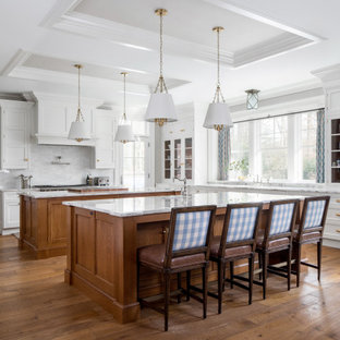 Traditional kitchen pictures - Kitchen - traditional kitchen idea in New York