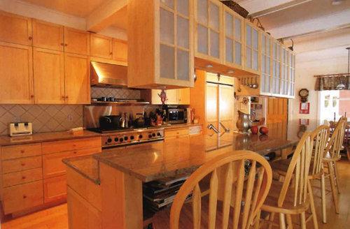 Overhead cabinets above island or peninsula