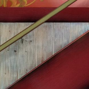 Modelo de escalera recta y madera, de estilo de casa de campo, de tamaño medio, con escalones de madera, barandilla de madera y madera