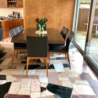 シアトルのミッドセンチュリースタイルのおしゃれなダイニング (大理石の床、マルチカラーの床、板張り壁) の写真