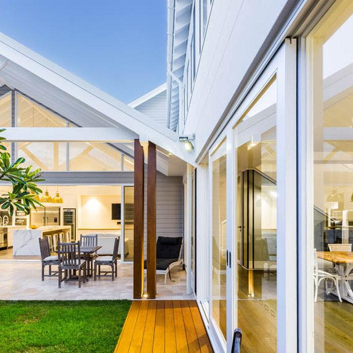 Home design - coastal home design idea in Gold Coast - Tweed