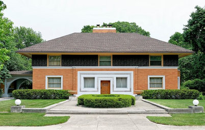 View Frank Lloyd Wright's Early Work on a Chicago Architecture Walk