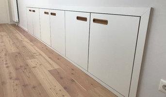 Einbauschrank in Wandniesche mit Zugang zum Dachboden