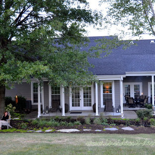 Example of a coastal exterior home design in Louisville