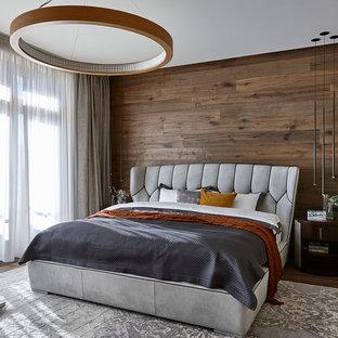 Неиссякаемый источник вдохновения для домашнего уюта: гостевая спальня в современном стиле с серыми стенами, паркетным полом среднего тона и коричневым полом без камина