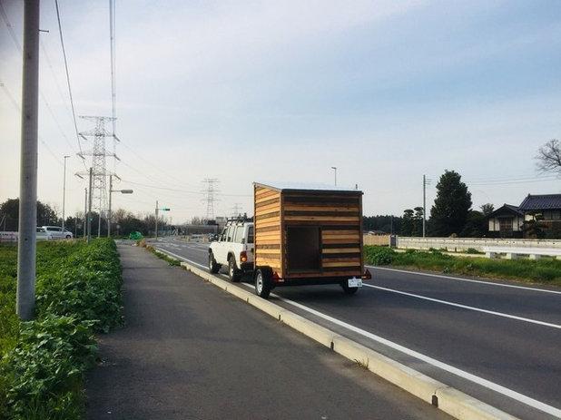 【モバイル断熱タイニーハウス】公道を走る小屋風景