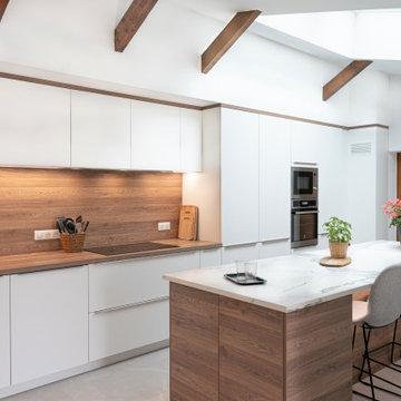Rénovation Cuisine blanche et bois moderne