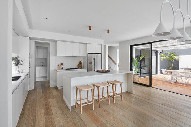 Contemporary  by Glenvill Homes