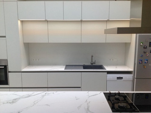 Which subway tiles to use for backsplash, matte of glossy finish? on glossy kitchen table, glossy kitchen paint, glossy kitchen cabinets, glossy kitchen appliances, glossy metal,