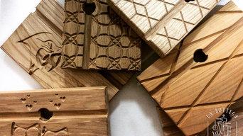 Supporti per Tablet e Smartphone, legno massello con personalizzazioni CNC