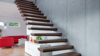 Kragarmtreppe, Nussbaum, Betonwand, modern