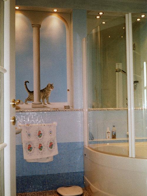 salle de bain avec un bain bouillonnant et un sol en galet. Black Bedroom Furniture Sets. Home Design Ideas