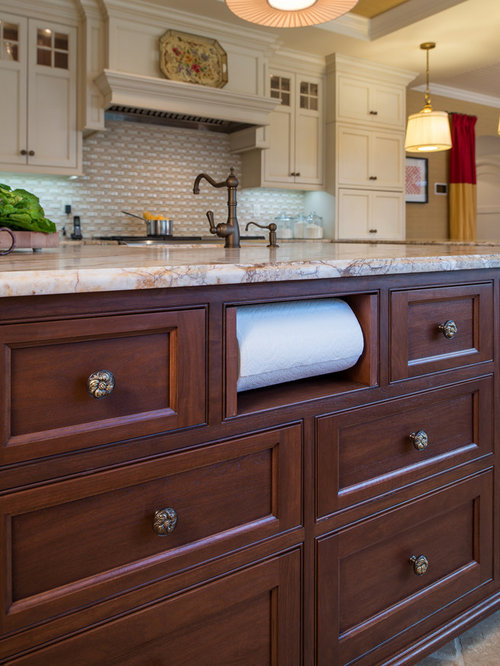 ISLAND DRIVE RESIDENCE - Cabinet And Drawer Knobs