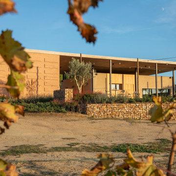 Cobertizo Agrícola y espacio para catas de vino