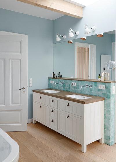 Maritim Badezimmer by Anja Lehne interior design