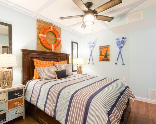 Chambre avec un sol en vinyl et un mur bleu photos et for Taille moyenne chambre
